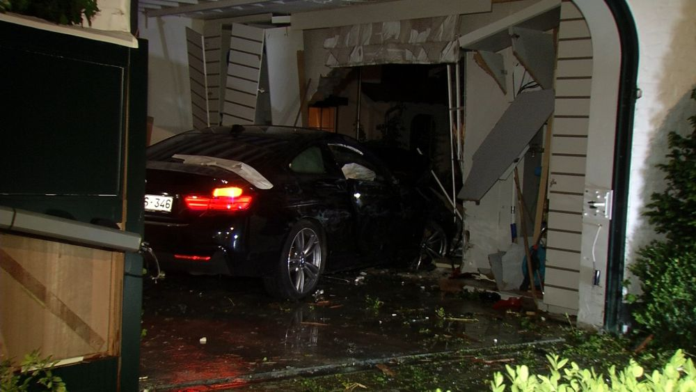 Auto ramt garage van villa in knokke heist focus en wtv for Garage automobile bruges