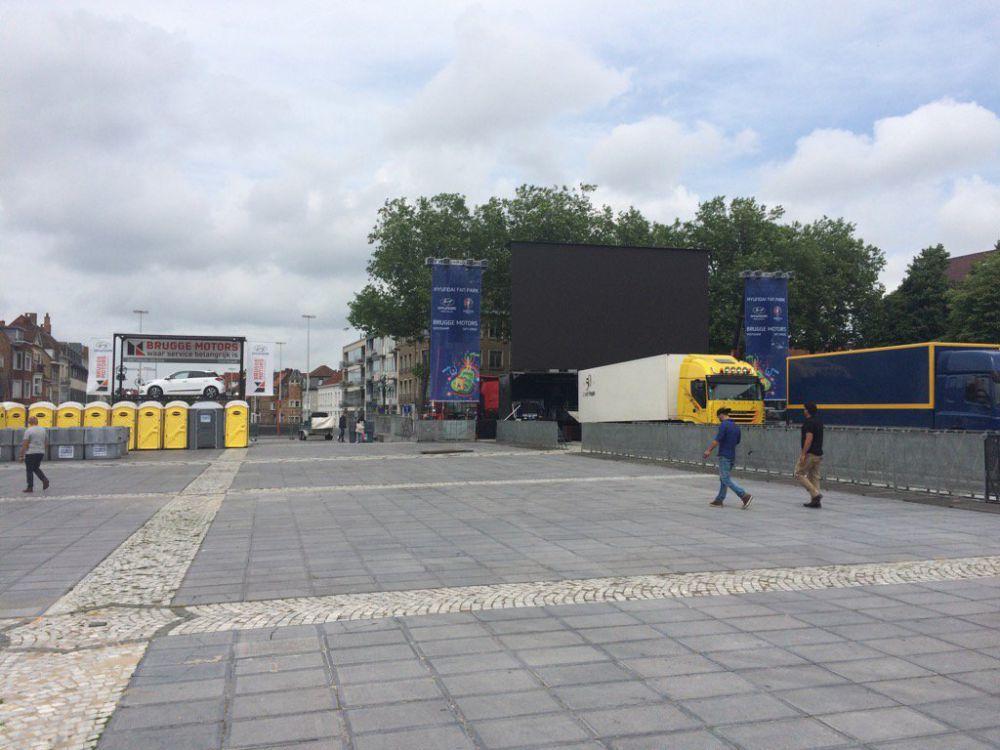 Ek brugge heeft grootste mobiele scherm van de wereld focus en wtv - Scherm thuis van de wereld ...