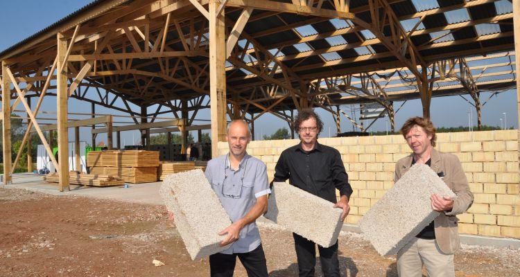 Heuvellandse ondernemer bouwt bedrijf uit kalkhennep blokken focus en wtv - Steen en constructie ...